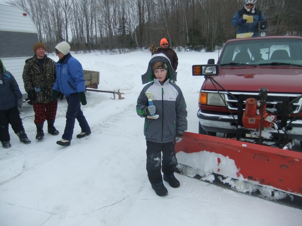 2014 free youth ice fishing contest photos for Ice fishing extravaganza